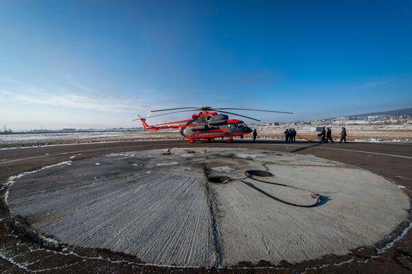 První arktický vrtulník Mi-8AMTSh-VA, který byl předán námořnímu letectvu ruského vojenského námořnictva - Sputnik Česká republika