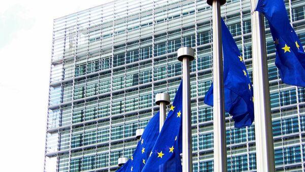 Evropské vlajky u budovy Evropské komise - Sputnik Česká republika