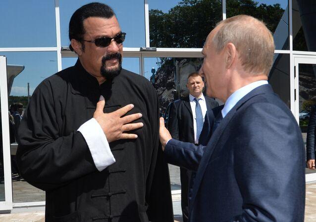 Vladimir Putin se Stevenem Seagalem ve Vladivostoku, září 2015.