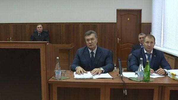 Kyjevský soud s pomocí videa vyslýchá bývalého prezidenta Ukrajiny Janukoviče - Sputnik Česká republika