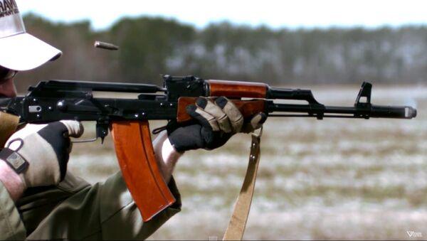 Zpomalené záběry střelby z AK 74 - Sputnik Česká republika