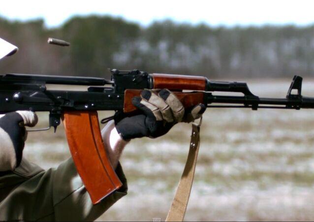 Zpomalené záběry střelby z AK 74