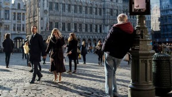 Kolemjdoucí na náměstí v Bruselu - Sputnik Česká republika