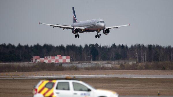 Airbus A320 na letišti Šeremeťjevo - Sputnik Česká republika