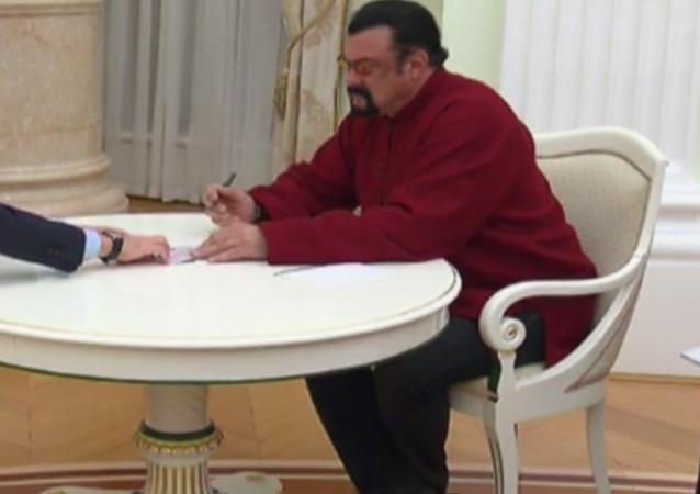 Vladimir Putin a Steven Seagal