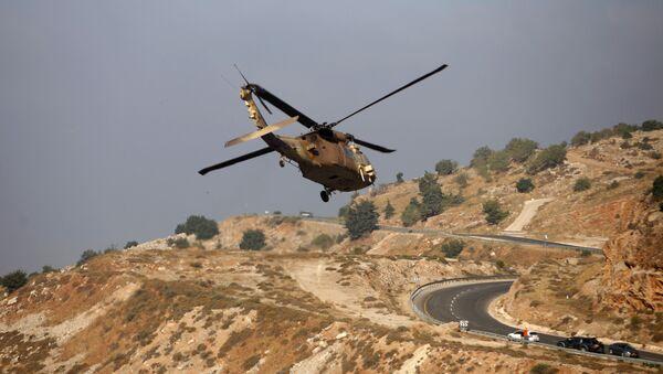Izraelská vojenská helikoptera v oblasti Golnaských výšin - Sputnik Česká republika