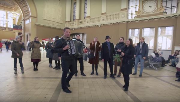 Moskvané se připojili k písňovému ukrajinskému flashmobu - Sputnik Česká republika