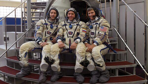 Kosmonaut Roskosmosu Oleg Novickij, astronaut NASA Peggy Whitson a astronaut EKA Thomas Pesquet - Sputnik Česká republika