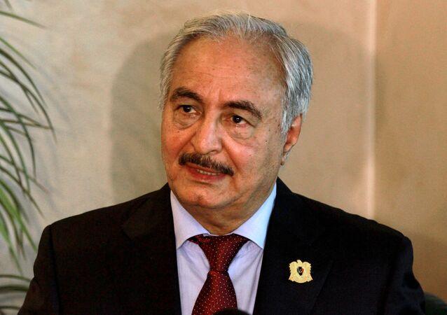 Vrchní velitel libyjské armády Chalífa Haftar