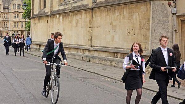 Studenti Oxfordské univerzity - Sputnik Česká republika