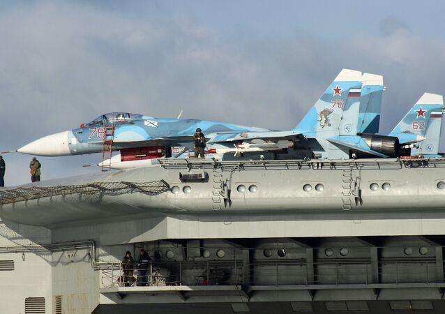 Su-33 na palubě Admirala Kuzněcova