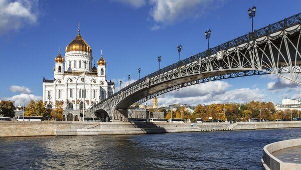 Chrám Krista Spasitele v Moskvě v létě - Sputnik Česká republika