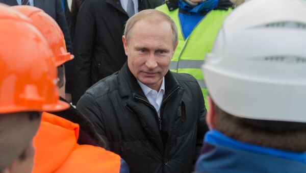 Putin během setkání se zaměstnanci závodu Eterno - Sputnik Česká republika