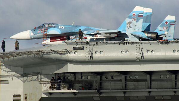Stíhačky Su-33 na palubě letadlového křižníku Admirál Kuzněcov. Ilustrační foto - Sputnik Česká republika