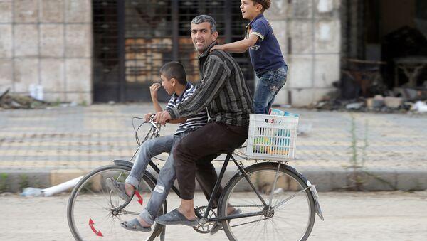 Syřané v ulicích Homsu - Sputnik Česká republika