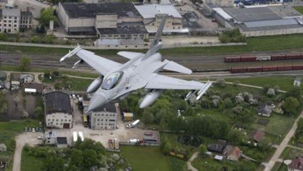 Norská víceúčelová stíhačka F-16 v Litvě - Sputnik Česká republika