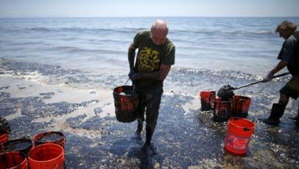 Rozlití ropy na pobřeží Kalifornie - Sputnik Česká republika