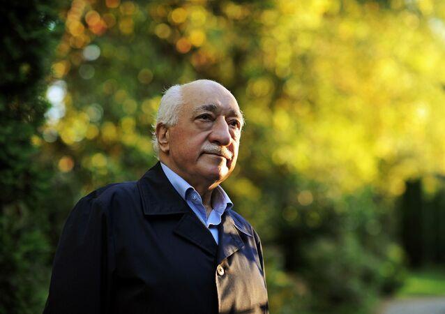 Turecký spisovatel a kazatel Fethullah Gülen