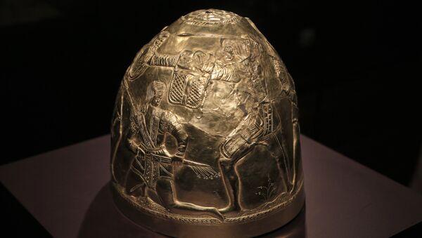Zlatá helma Skytů ze 4. století před naším letopočtem - Sputnik Česká republika