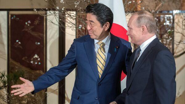Abe vítá Putina při první návštěvě v Japonsku za 11 let - Sputnik Česká republika