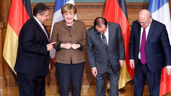 Sigmar Gabriel, Angela Merkel, Francois Hollande a Michel Sapin - Sputnik Česká republika