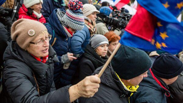 Třetí den protivládních protestů ve Varšavě - Sputnik Česká republika