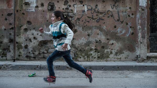 Syrská holčička v Homsu - Sputnik Česká republika