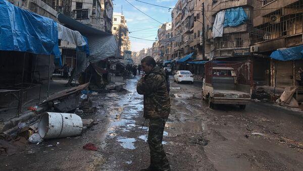 Voják v syrském Aleppu - Sputnik Česká republika
