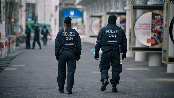 Policisté nedaleko místa teroristického útoku v Berlíně - Sputnik Česká republika