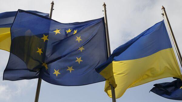 Vlajky EU a Ukrajiny v Kyjevě - Sputnik Česká republika
