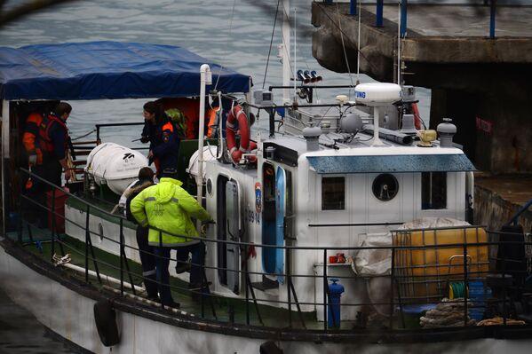 Поисково-спасательные работы у побережья Черного моря, где потерпел крушение самолет Минобороны России Ту-154 - Sputnik Česká republika