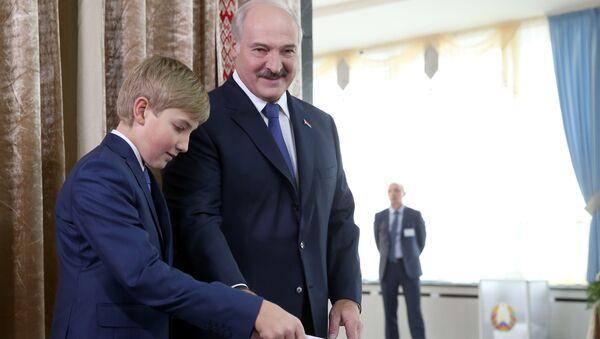 Alexander Lukašenko s synem Nikolajem - Sputnik Česká republika
