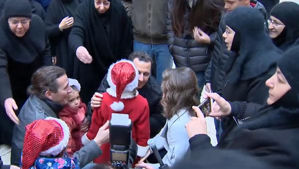 Bašár Asad navštěvuje dětský domov - Sputnik Česká republika