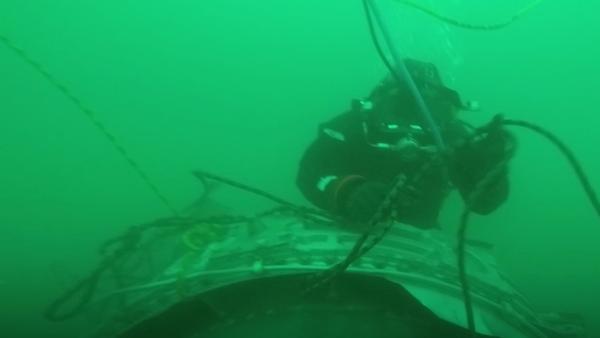 Potápěči na místě havárie letadla - Sputnik Česká republika