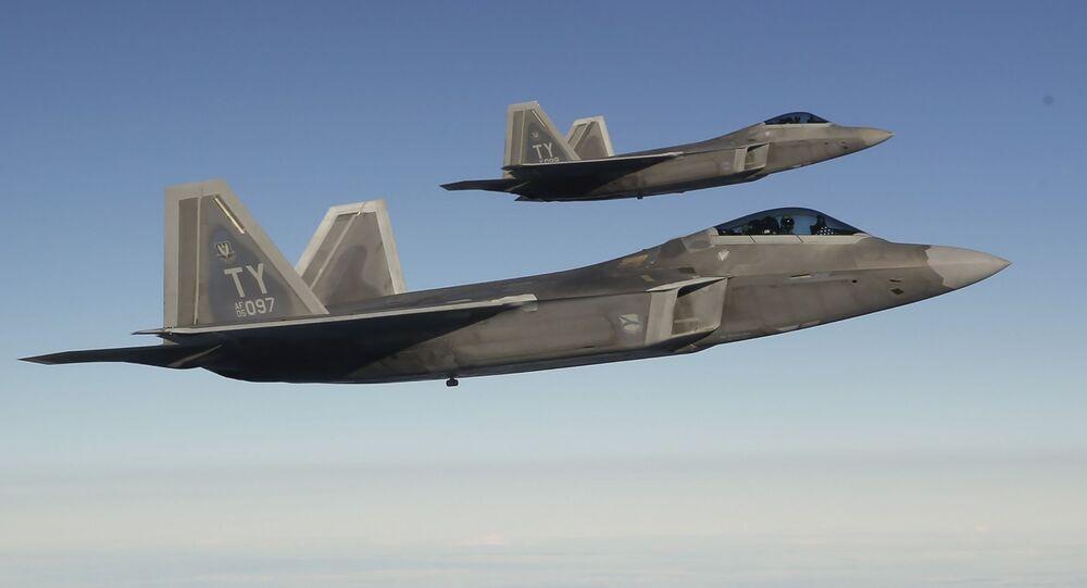 Americké stíhačky F-22 Raptor