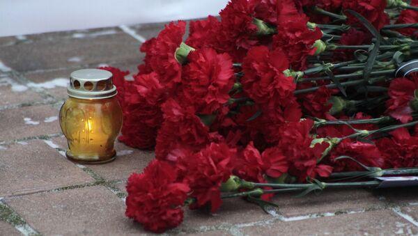 Цветы в память пассажиров самолета Минобороны РФ Ту-154 - Sputnik Česká republika