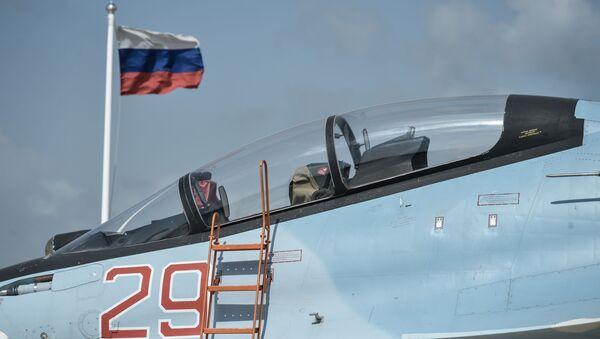 Stíhačka Su-30SM na základně Hmeimim - Sputnik Česká republika
