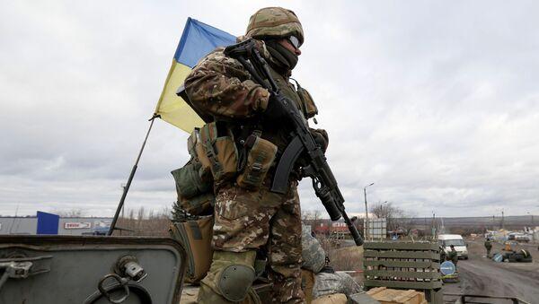 Ukrajinský voják v Doněcké oblasti - Sputnik Česká republika