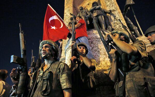 Turečtí vojáci na Taksimském náměstí - Sputnik Česká republika