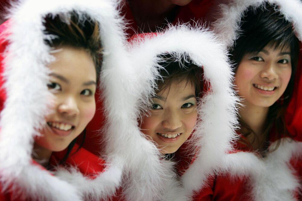 Příbuzní Sněhurky a zámořské Santa Girls
