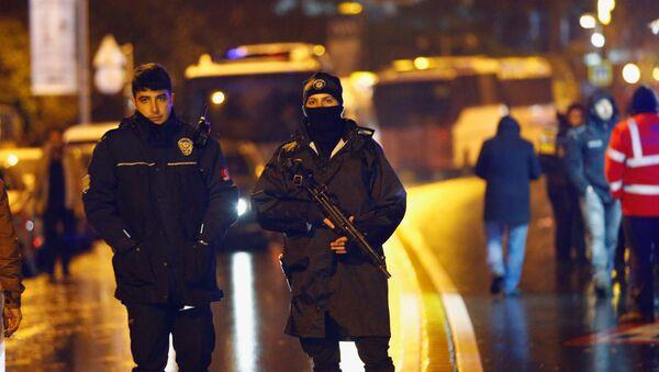 Police secure an area near an Istanbul nightclub, following a gun attack, Turkey, January 1, 2017 - Sputnik Česká republika