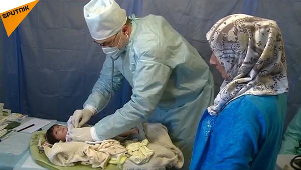 Ruští lékaři léčí obyvatele Aleppa - Sputnik Česká republika