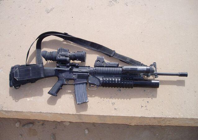 Puška M16