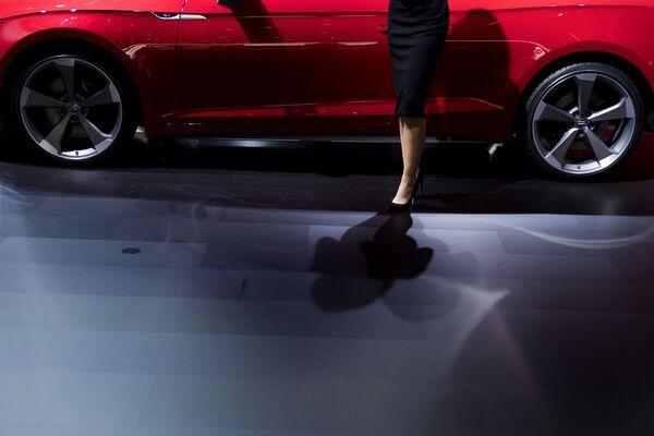 Autosalon v Detroitu: krásné automobily a krásné dívky - Sputnik Česká republika