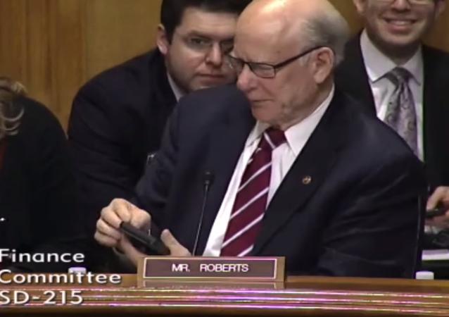 Americký senátor udivil své kolegy vyzváněcím tónem