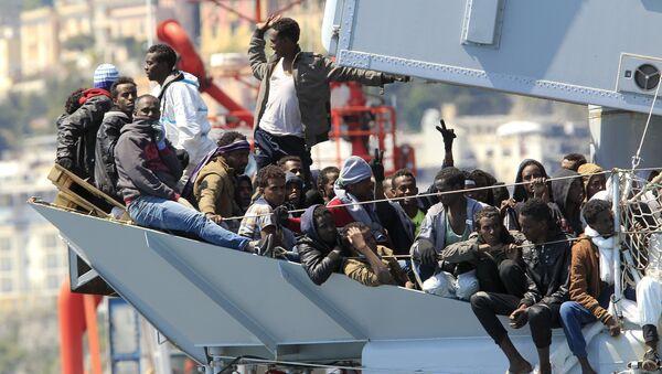 Ať přijímají běžence ti, kdo bombardovali jejich země! - Sputnik Česká republika
