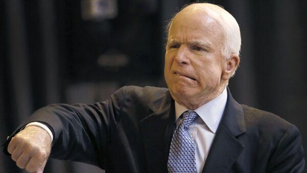 Republikánský senátor John McCain - Sputnik Česká republika