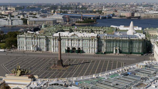 Letní pohled na Zimní palác v Petrohradě - Sputnik Česká republika