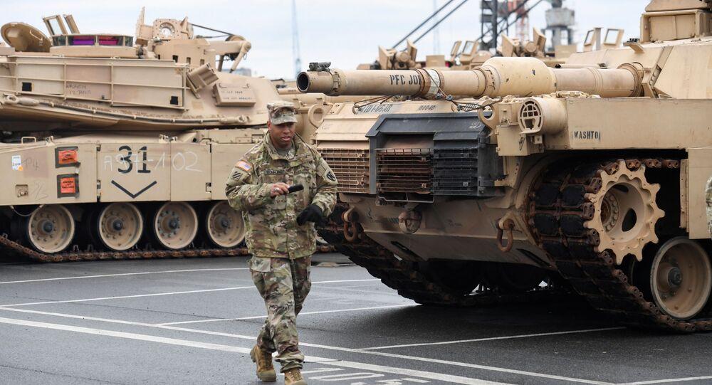 Americká tanková brigáda v německém přístavu Bremerhaven