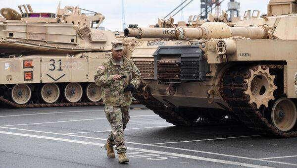 Americká tanková brigáda v německém přístavu Bremerhaven - Sputnik Česká republika